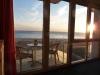 Blick auf das Meer bei untergehender Sonne