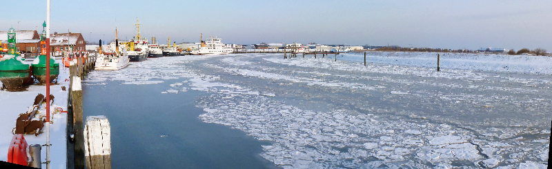 Eingeschneites Hafenbecken